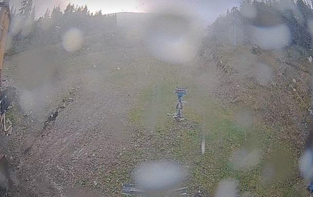 Туристів попередили про сніг в Карпатах
