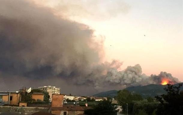 В Італії через лісову пожежу евакуювали півтисячі людей