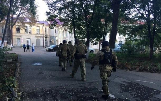 Замах на Михайлика: друзі підозрюваного влаштували бійку в лікарні