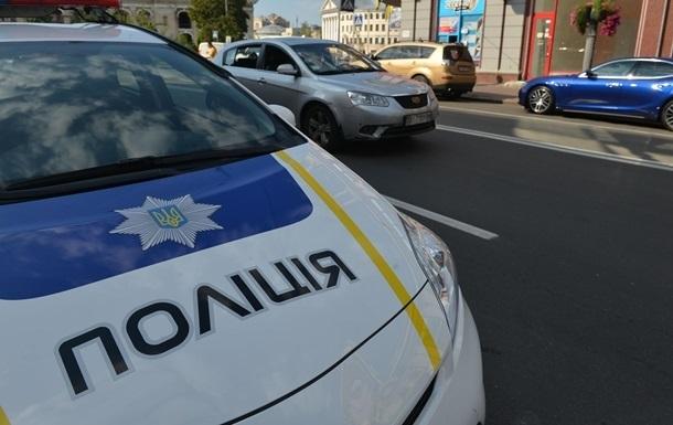 В Днепре мужчина угрожал патрульному топором