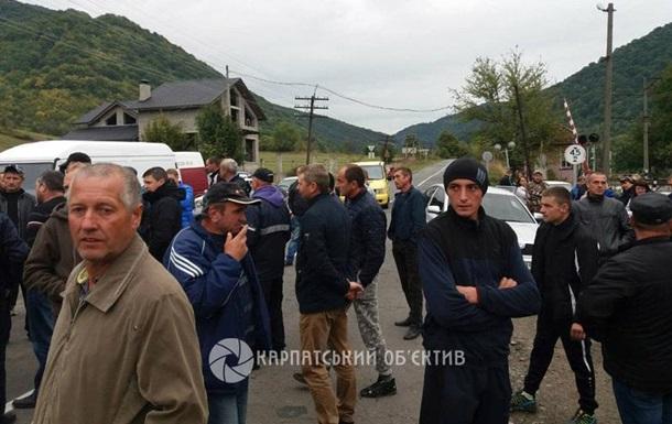 Протестующие перекрыли дорогу Ужгород - Львов