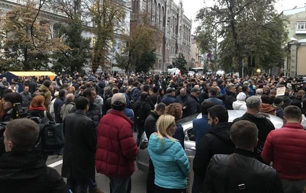 Під АП почалася акція через напади на активістів