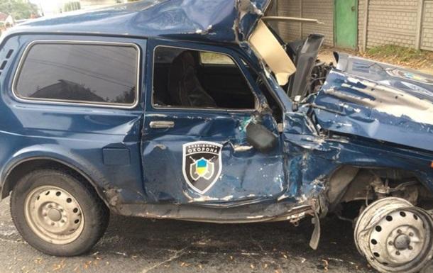 У Запоріжжі фура знесла автомобіль поліції