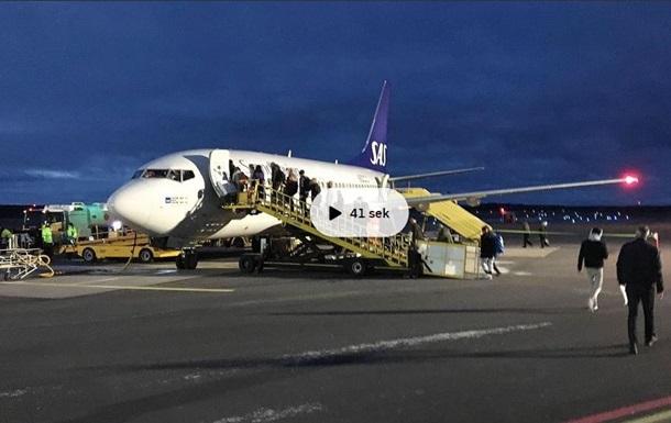 У Швеції екстрено сів літак через загоряння двигуна