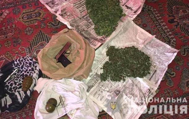 У жителя Кривого Рога изъяли пистолеты и гранаты