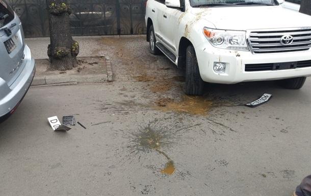 Росія направила Україні ноту протесту за облиті фекаліями авто