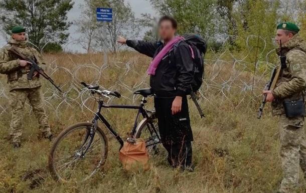 Прикордонники затримали американця, який їхав на велосипеді в Росію