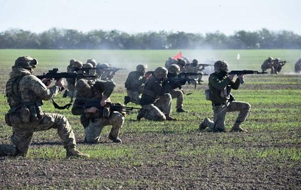 У ЗСУ показали, як десантники на навчаннях відображають атаки з моря