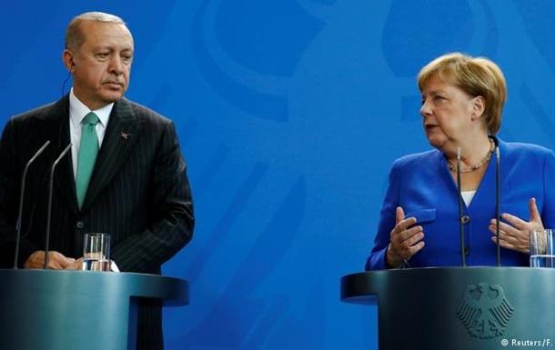 Меркель: Між Берліном і Анкарою зберігаються глибокі розбіжності