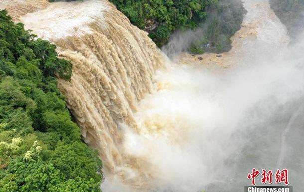 Самый большой водопад Китая увеличился вдвое