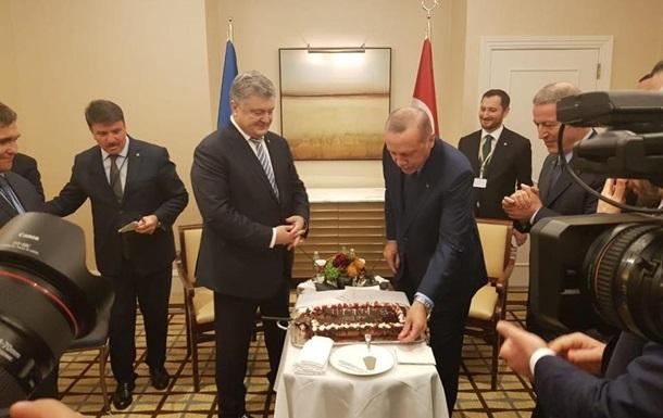 Ердоган подарував Порошенкові іменний торт