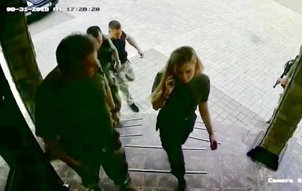 Появились кадры Захарченко за секунды до взрыва