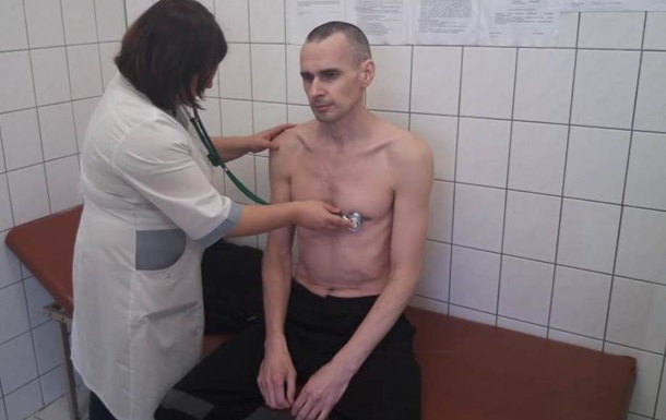 З явилося фото Сенцова з лікарні