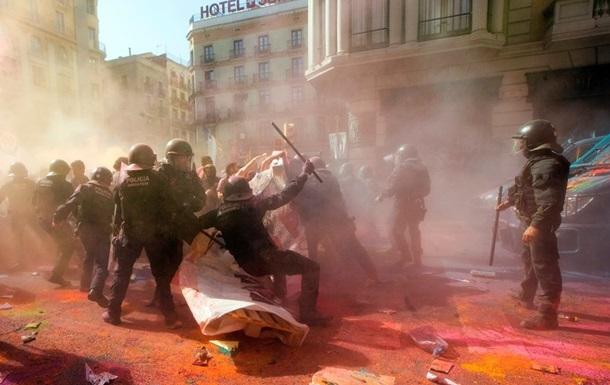 ВБарселоне при столкновениях демонстрантов сполицией пострадали 24 человека