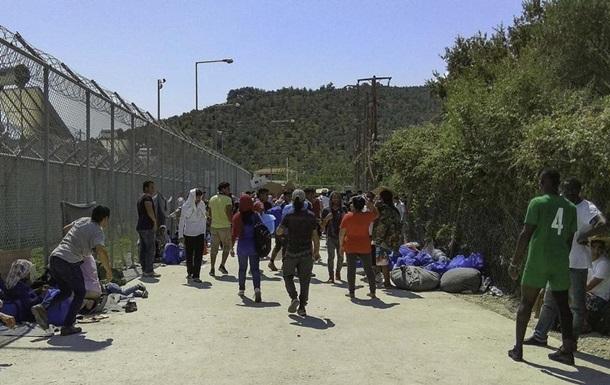 Греція планує переправити на материк тисячі мігрантів з островів