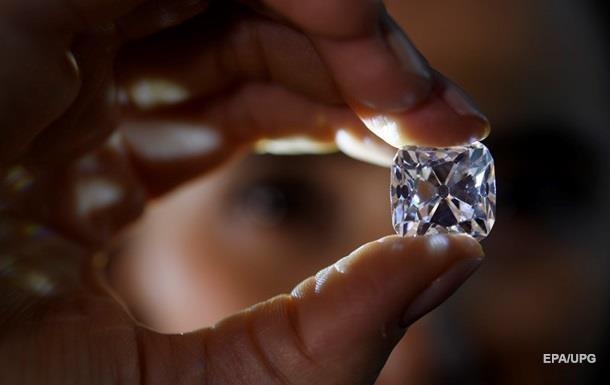 Пенсіонерка знайшла в парку алмаз майже в три карати