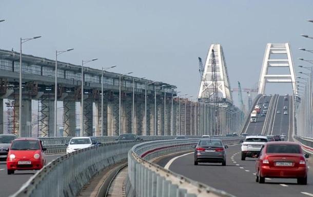 Керченський міст відкрили для вантажного транспорту