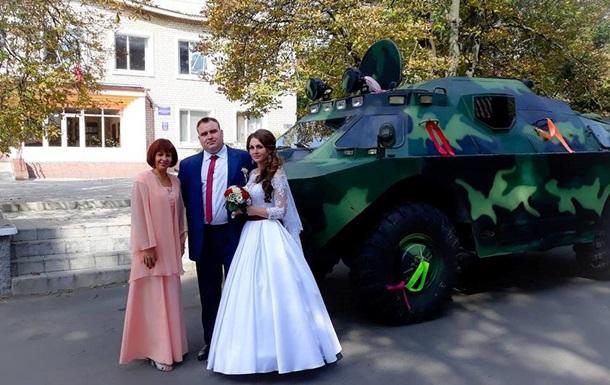 У Дніпропетровській області молодята приїхали в РАГС на броньовику