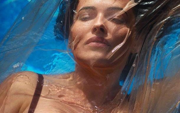 Даша Астафьева показала обнаженную грудь