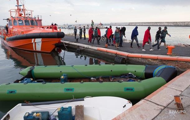 У побережья Испании спасли почти пятьсот мигрантов