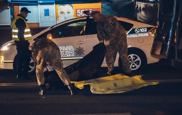 У Києві авто на великій швидкості збило людину