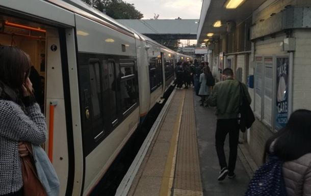 У Лондоні чоловік з ножем напав на пасажира поїзда