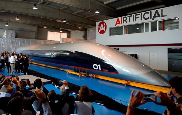 В Іспанії показали першу у світі пасажирську капсулу Hyperloop