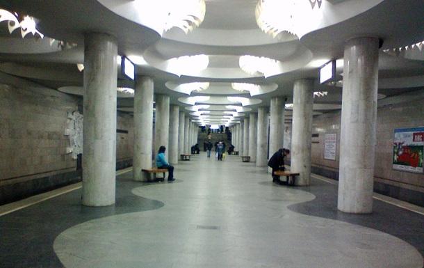 У метро Харкова закривали станції через чоловіка під поїздом