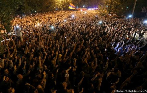 Нова криза у Вірменії: відставки міністрів та курс Пашиняна на перевибори
