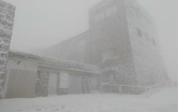 У Карпатах пішов сніг, вдарили морози
