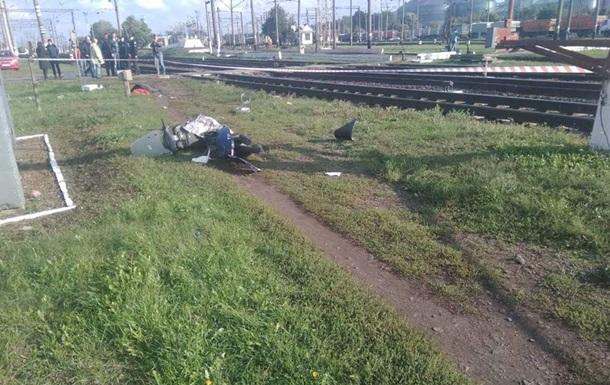 Під Києвом швидкісний поїзд збив на смерть жінку на мопеді