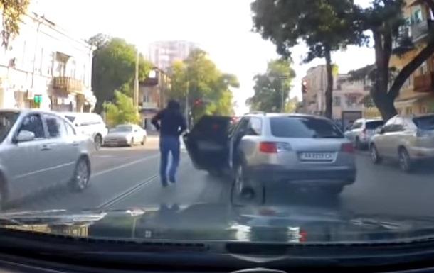 В Одесі з авто вкрали 200 тисяч гривень