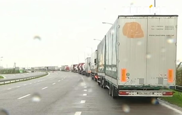На границе с Польшей застряли сотни фур