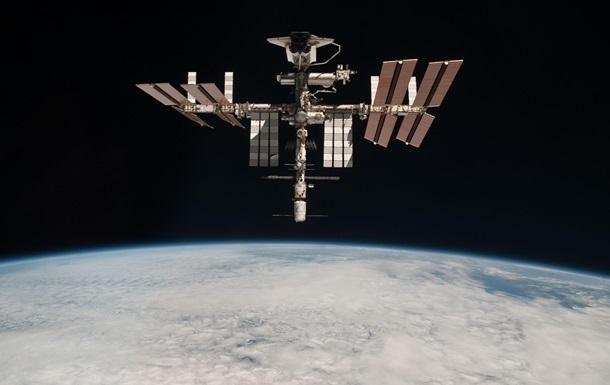 В американських астронавтів на МКС зламався скафандр