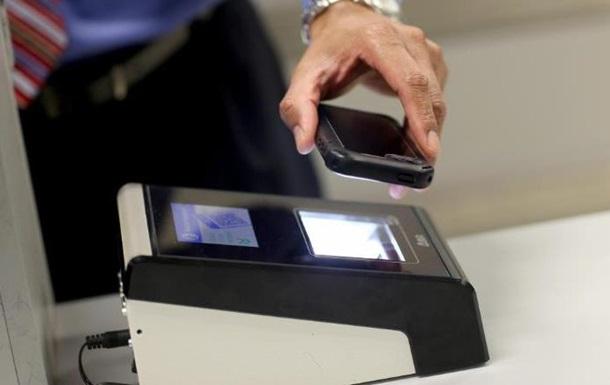 У Новій Зеландії ввели штраф за відмову показати телефон на митниці