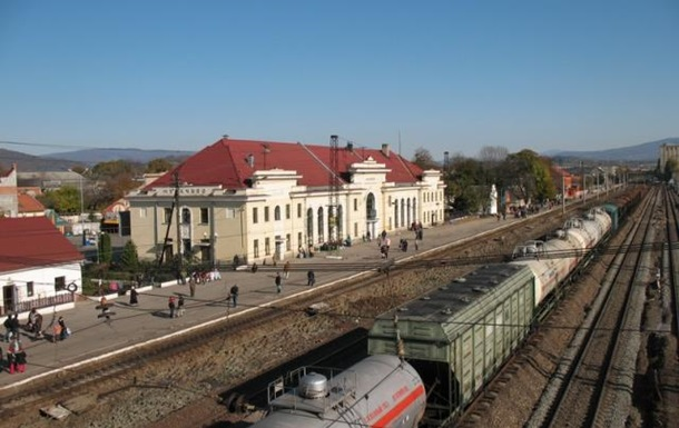 У Мукачеві чоловік пішов на смерть, кинувшись під поїзд