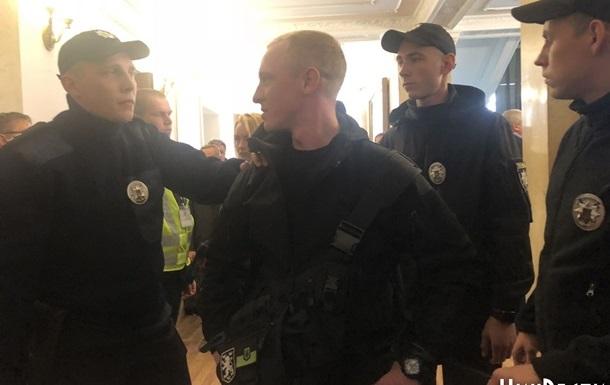 Інцидент у міськраді Миколаєва: націоналістам загрожує штраф