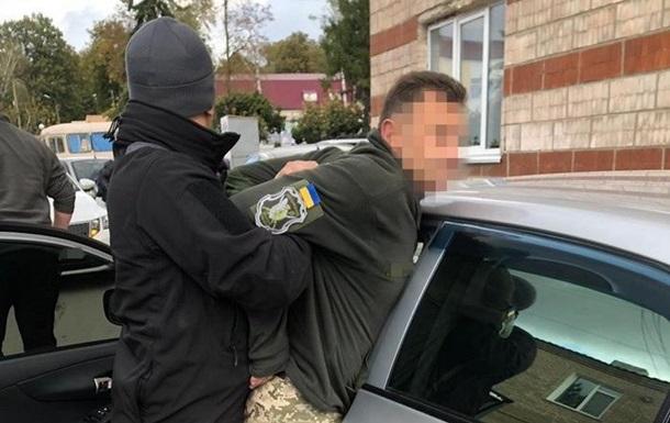 У Хмельницькій області затримали на хабарі воєнкома