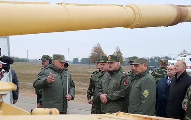 Лукашенко распорядился перевооружить армию