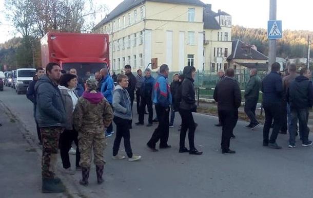 У Львівській області протестувальники перекрили трасу