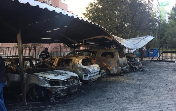 В Одессе произошел крупный пожар на автостоянке