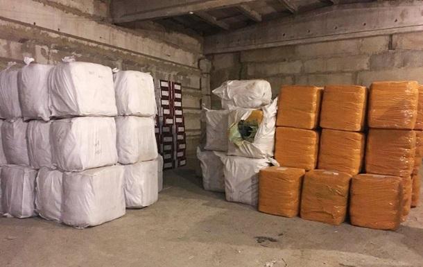 У порту Одеси виявили 30 тонн контрабандного одягу з Китаю
