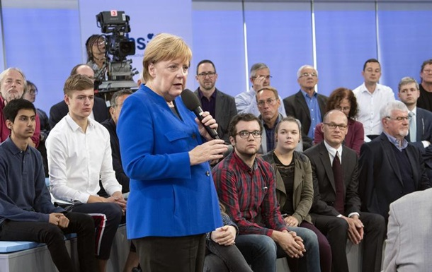Меркель закликає не ненавидіти і не заздрити мігрантам
