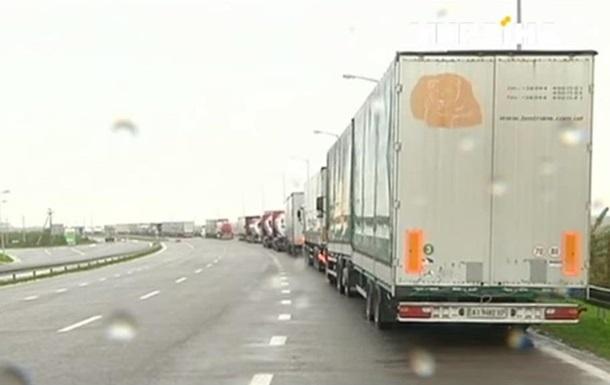 Фуры в очередях на границе с Польшей стоят по трое суток – ГФС