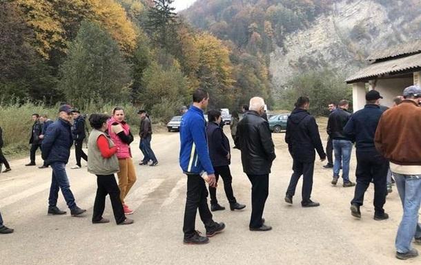 Протестувальники перекрили дорогу на Чернівці