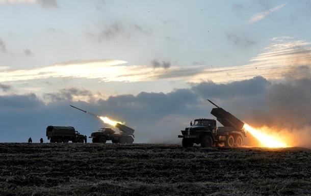 На Донбасі зафіксовано невідведені Гради, САУ і танки