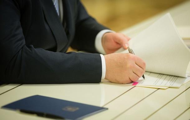 Порошенко подписал закон об обеспечении социальным жильем переселенцев