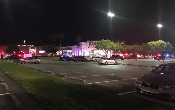 У торговому центрі Флориди сталася стрілянина, є загиблі