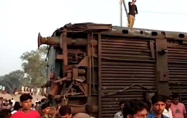 В Індії з колії зійшов потяг, є жертви