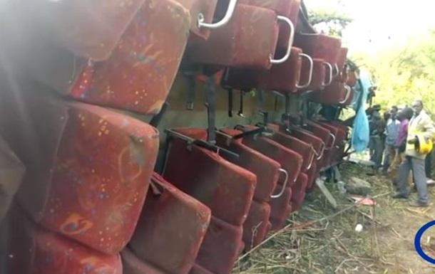 Жертвами ДТП з автобусом у Кенії стали 50 осіб